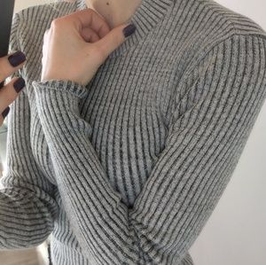 F21 grey ribbed long sleeve sweater